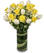 QUINTESSENTIAL SPRING Bouquet in Batson, TX | HOMETOWN FLORIST & GIFTS
