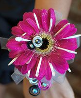 Hot Pink Daisy Prom Corsage Prom Flowers in Rockville, MD | ROCKVILLE FLORIST & GIFT BASKETS