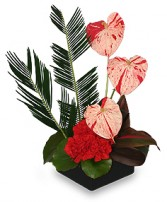 SPLASHED WITH STYLE Floral Centerpiece in Red Wing, MN | HALLSTROM'S FLORIST & GREENHOUSES