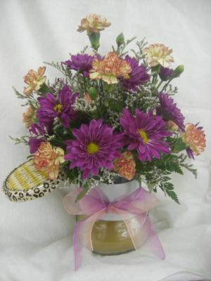 CANDLE ARRANGEMENT Fresh Flowers & candle jar.  Colors will vary. in Berwick, LA | TOWN & COUNTRY FLORIST & GIFTS, INC.