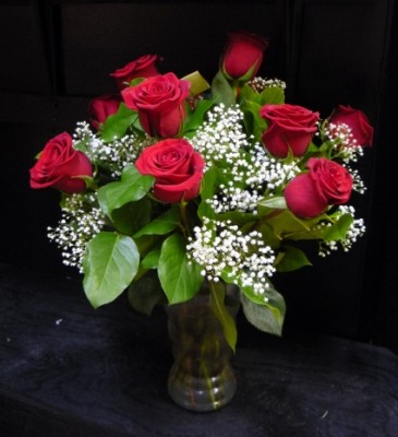 Classic dozen roses vased in osoyoos bc polka dot door for 12 dozen roses at your door