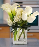 ELEGANCE BOUQUET Mini Calla Lilies, roses, and hydrangeas
