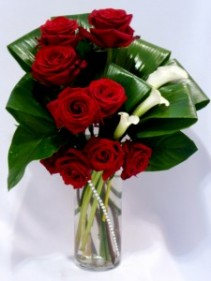 FOUNTAIN OF LOVE -  Roses & Calla Lillies   Roses & Gifts   Roses & Chocolates   Roses & Teddy Bears   Roses Chocolates Wine & Teddy Bears Gifts   Prince George BC Flowers Delivery