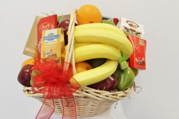 FRUIT AND GOURMET BASKET ***Gourmet products may vary***