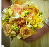 Peach Roses with Calla Lilies