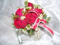 Red Spray Roses Wrist Corsage