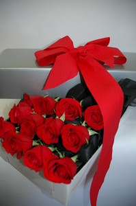 Roses Hollywood Style Flowers in a Box