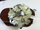 SNOW QUEEN PROM Prom flowers