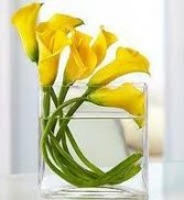 TA-8- Miniature calla lilies in a vase Also available in other colors