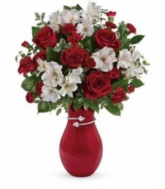 Teleflora Pair of Hearts Bouquet Vased in Gilbert, AZ | COUNTRY BLOSSOM FLORIST INC.