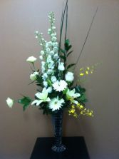 White symphony in Windsor, ON | K. MICHAEL'S FLOWERS & GIFTS