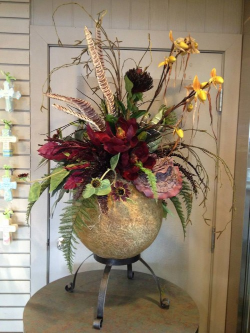 We're a local Longview, WA florist delivering courteous, professional service and the highest quality floral and gift items around.