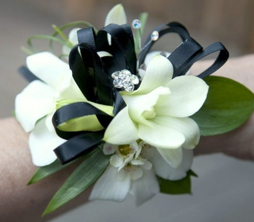 Prom flowers windham flowers brattleboro vt whatever your style let us create a prom corsage or boutonniere to enhance any dress whether its for youself or a date mightylinksfo